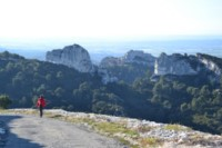 alpilles provence walking trip